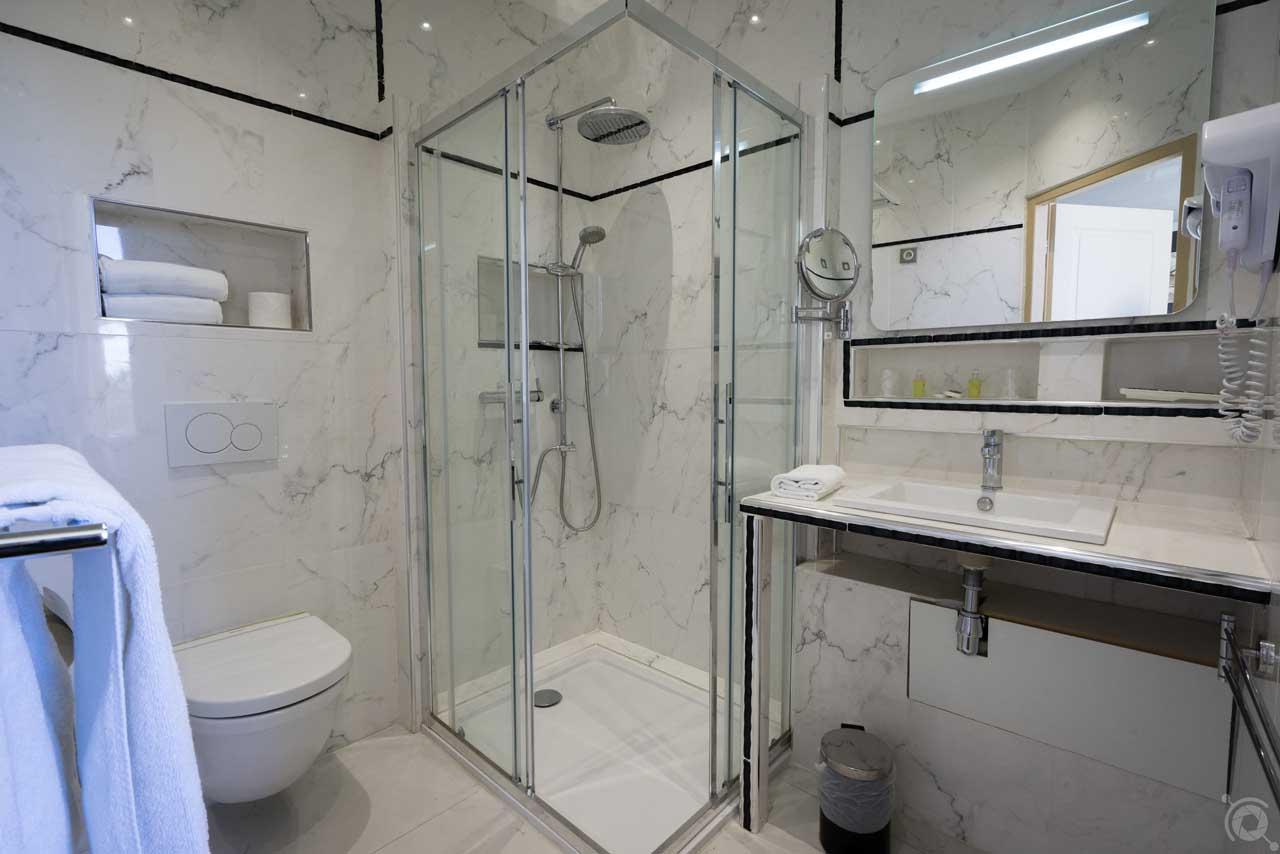 lang[meta_title] - Chambre 01 - Salle de bain