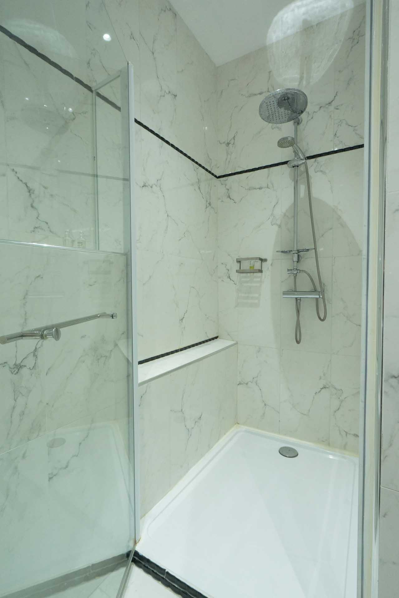 lang[meta_title] - Chambre 06 - Salle de bain 2