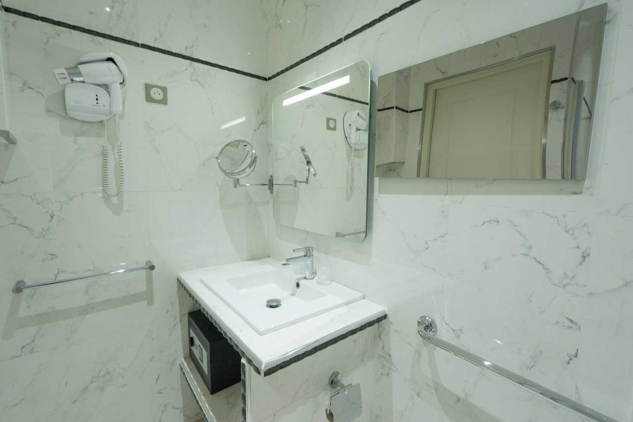 lang[meta_title] - Chambre 06 - Salle de bain