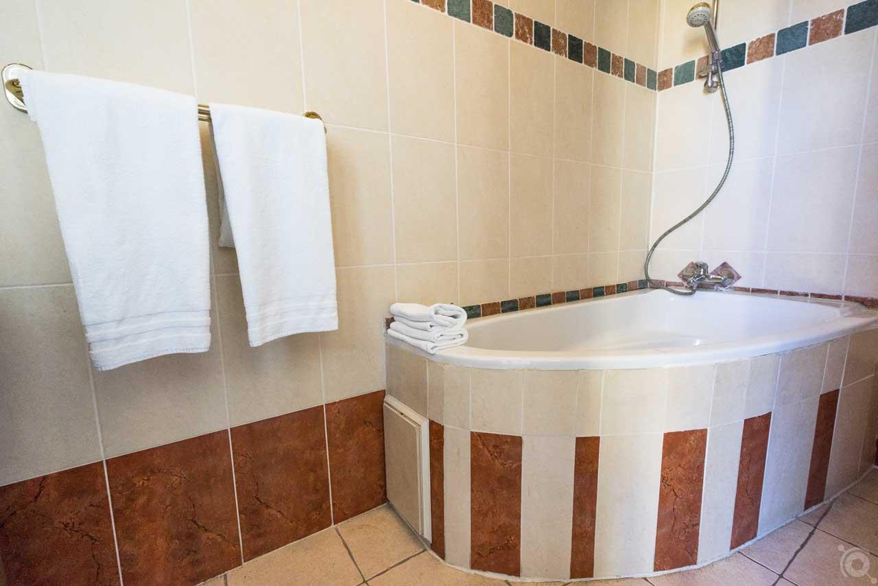 lang[meta_title] - Chambre 10 - Salle de bain 2