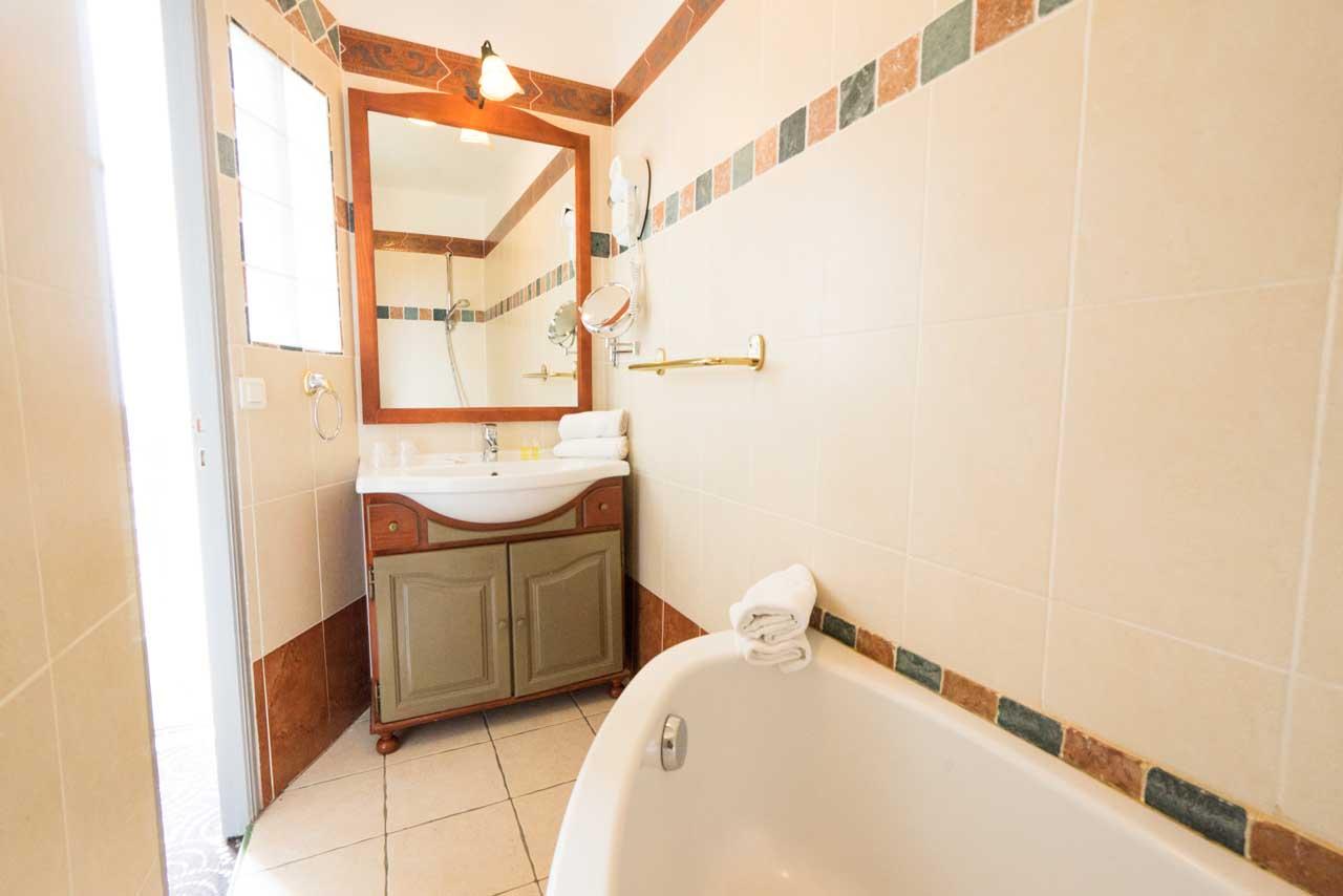 lang[meta_title] - Chambre 10 - Salle de bain