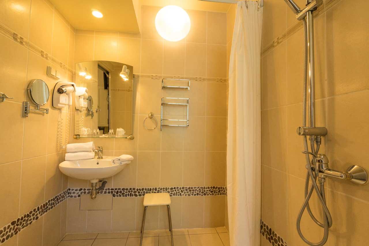 lang[meta_title] - Chambre 11 - Salle de bain 2