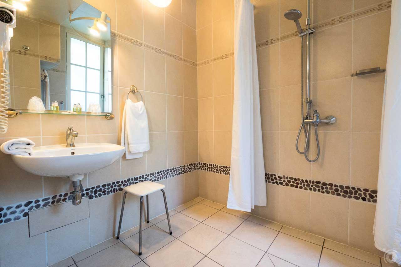 lang[meta_title] - Chambre 11 - Salle de bain 3