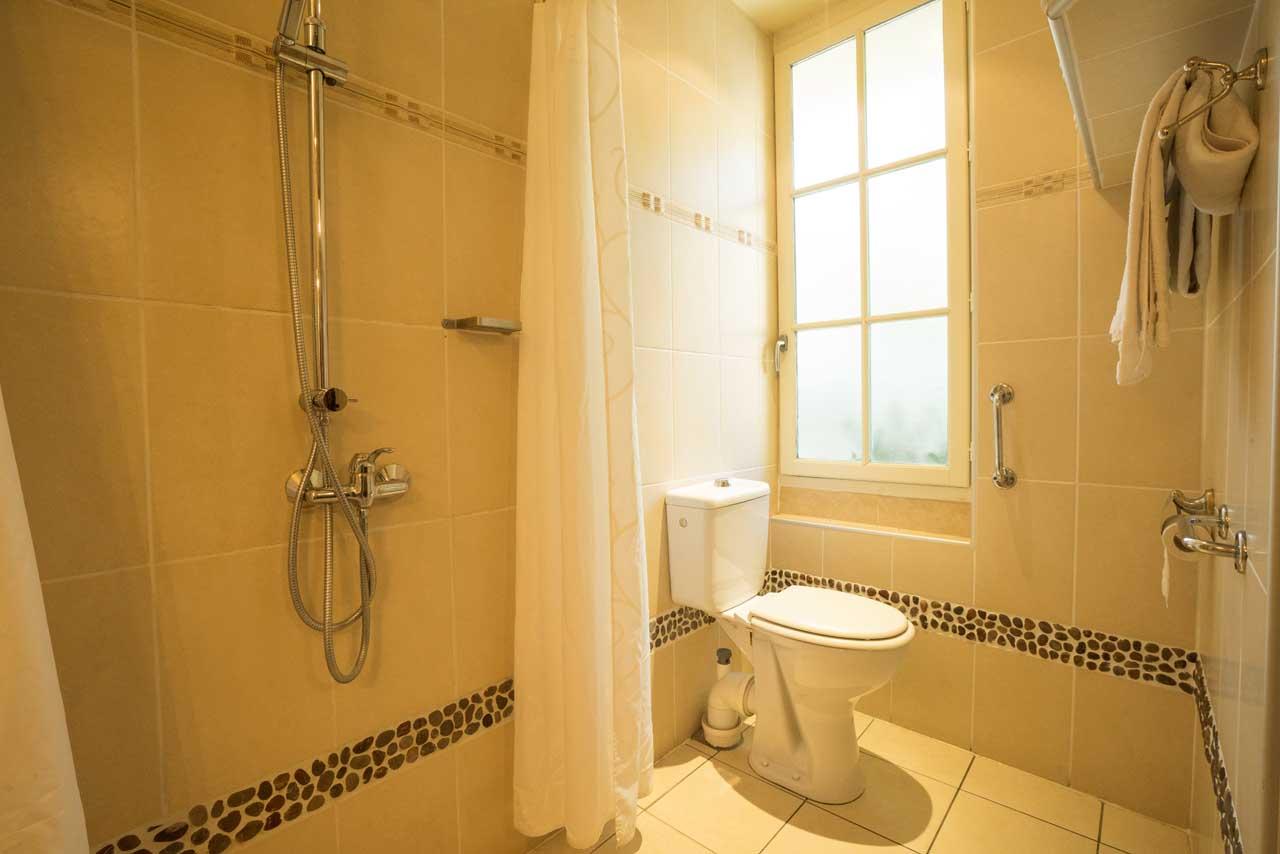 lang[meta_title] - Chambre 11 - Salle de bain
