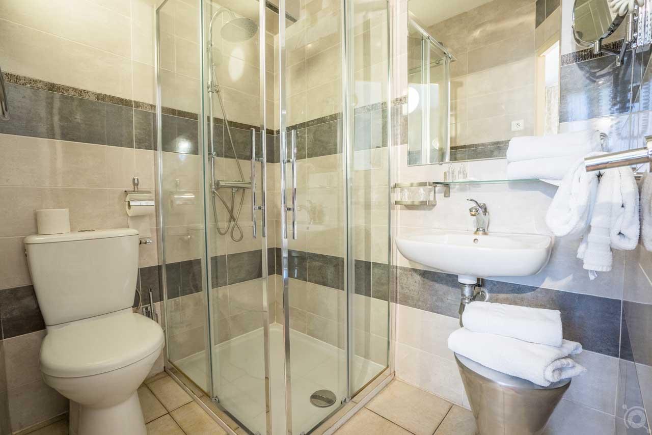 lang[meta_title] - Chambre 14 - Salle de bain