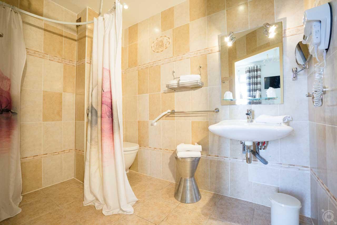 lang[meta_title] - Chambre 15 - Salle de bain 2
