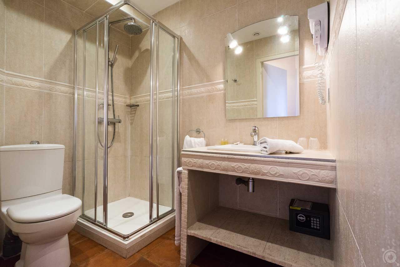 lang[meta_title] - Chambre 17 - Salle de bain
